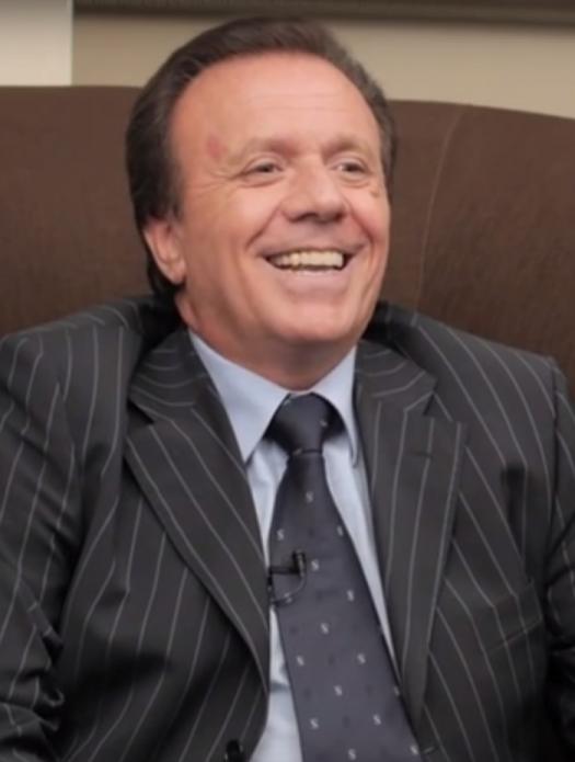 Solo in Italia il Dr. Tullio Simoncini è considerato un imbroglione. All'estero ha centinaia di attestati di stima!